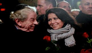 Overrabbiner Bent Melchior og Brobyggeren Özlem Cekic og tager til #dialogkaffe i Grimhøjmoskéen